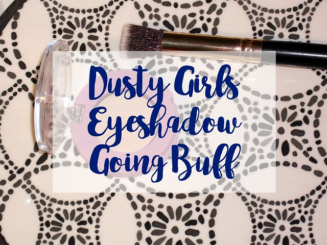 Dusty-Girls-Eyeshadow-Going-Buff