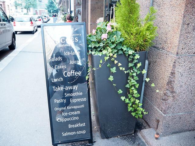 autumn, fall, syksy, helsinki, suomi, finland, cafe succes, korkeavuorenkatu, katunäkymä, street view, kahvila, coffee, cakes, kakut, leivonnaiset, roastery, lunch, lounas, kahvia, leivonnaiset, pastry, korvapuusti, original, perinteinen ,alkuperäinen, klassikko, classic, giant cinnamon roll, jättikorvapuusti, tunnettu,