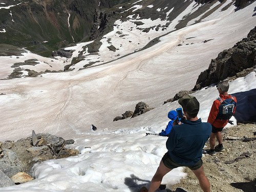 Virginius Pass。雪渓を激下り。
