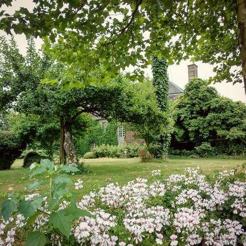 Le Chateau - garden