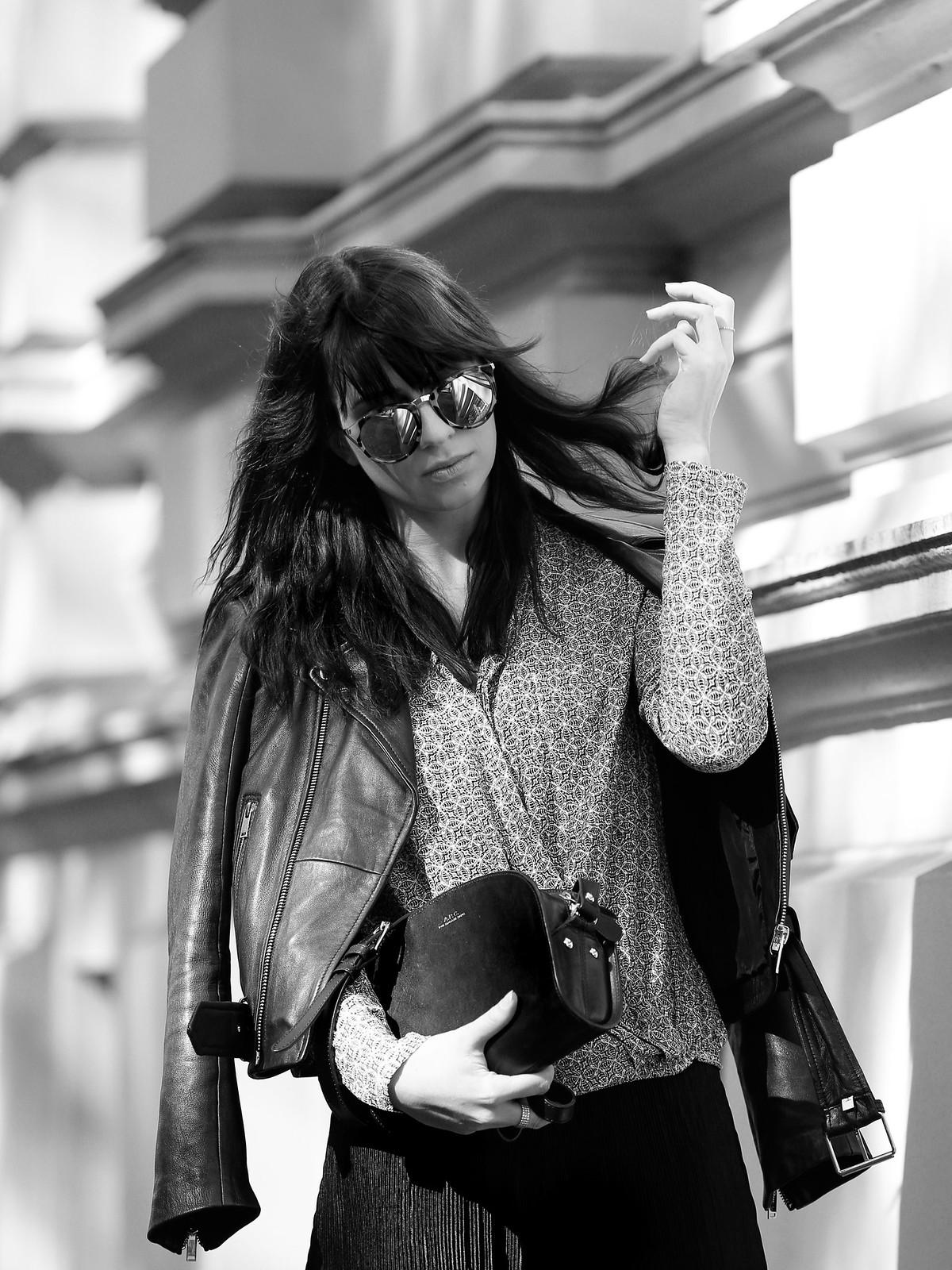 outfit ootd promod bluse herbst blouse shirt pattern muster lederjacke zara sonnenbrille sonne licht schatten cats & dogs fashion blog ricarda schernus modeblogger berlin blogger düsseldorf 6