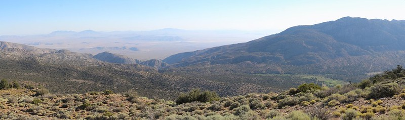 Panorama overlooking the Mojave Desert (left) and Lone Valley (right) from the PCT