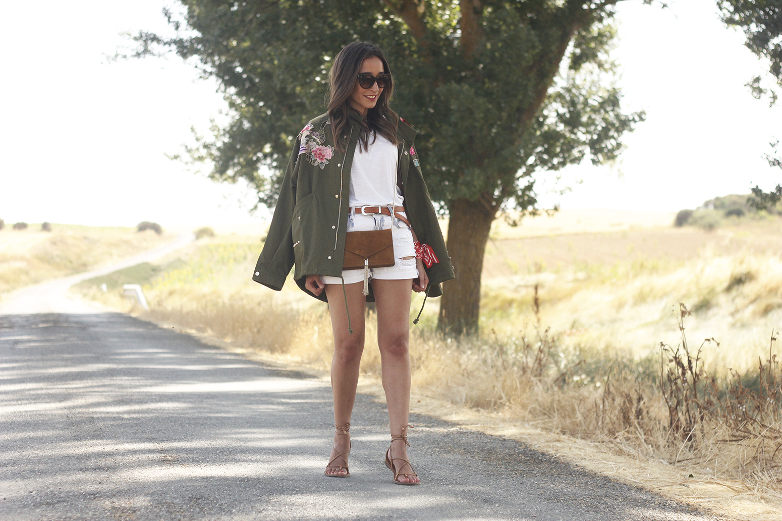 embroidered parka flat sandals massimo dutti white shorts summer outfit22