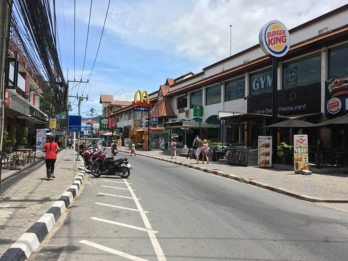 Koh Samui Chaweng Beach road - quiet day time