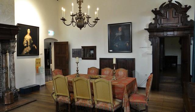 Kasteel Hoensbroek interieur kamers eetkamer