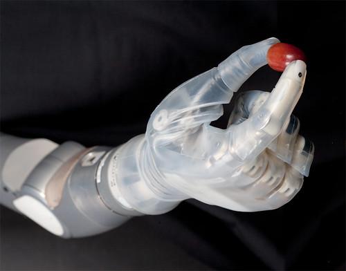 LUKE Arm: бионическая рука нового поколения