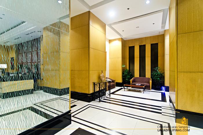 Holiday Inn Manila Galleria Lobby