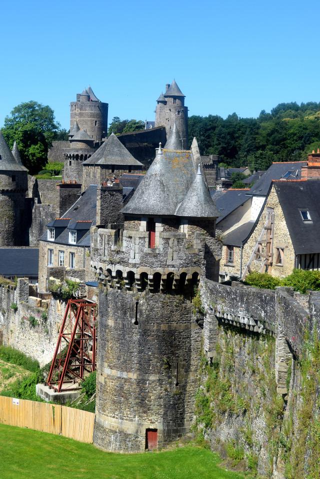 Fougeres in Brittany | www.rachelphipps.com @rachelphipps