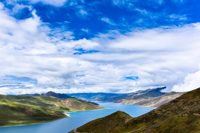 """西藏三大""""聖湖""""之一的羊卓雍措背景"""