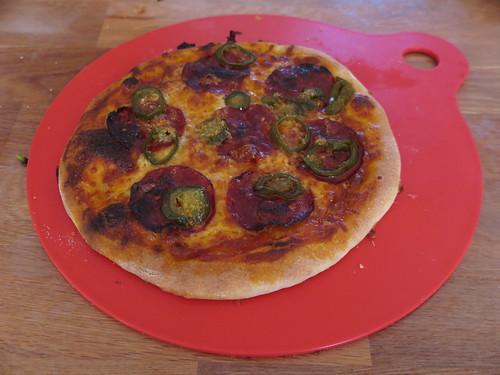 Pizza mit Salami und