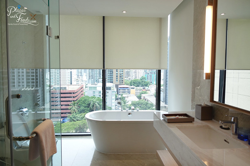 compass skyview hotel bangkok bathtub