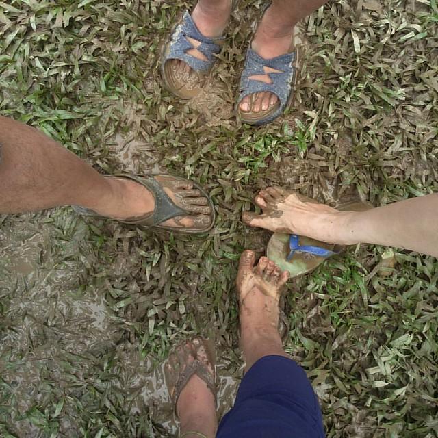 20160918 365自拍大挑戰 day217 我們乾燥撤收了 但 不包括我們的腳 說真的 露營這麼久 不怕風不怕雨 我最怕泥 這三天 我的腳一直被泥濕敷 #喜歡自己拍自己 #365自拍大挑戰 #歐北露