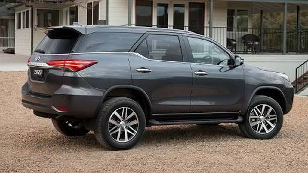 2016-Toyota-Fortuner (6)