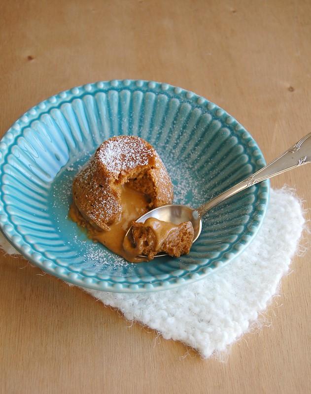 Dulce de leche molten cakes / Petit gateau de doce de leite