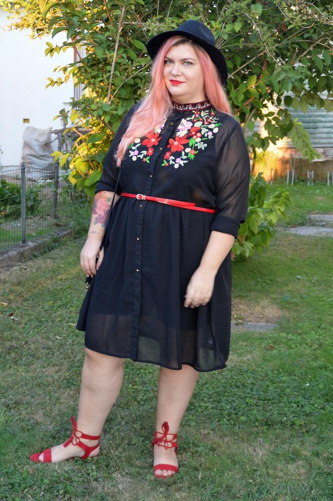 Outfit nero e rosso (4)