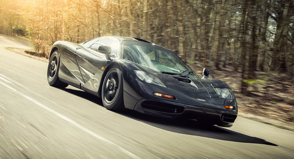 2016-McLarenF1-08a