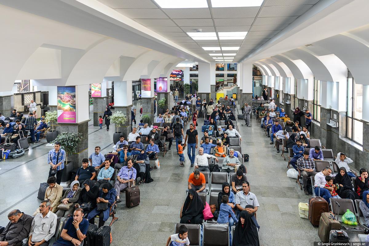 Tehran_railway_station_wladyslaw_horodecki-10