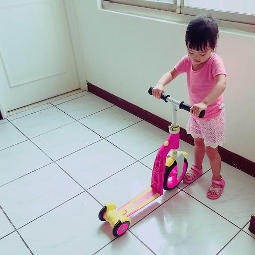 胖鹿與 Scoot & Ride 滑步滑板平衡車