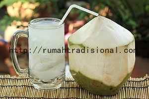 Tips Menurunkan Asam Lambung Dengan Air Kelapa