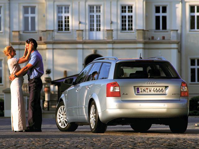 Универсал Audi A4 B6 Avant, вид сзади. 2001 - 2004 годы