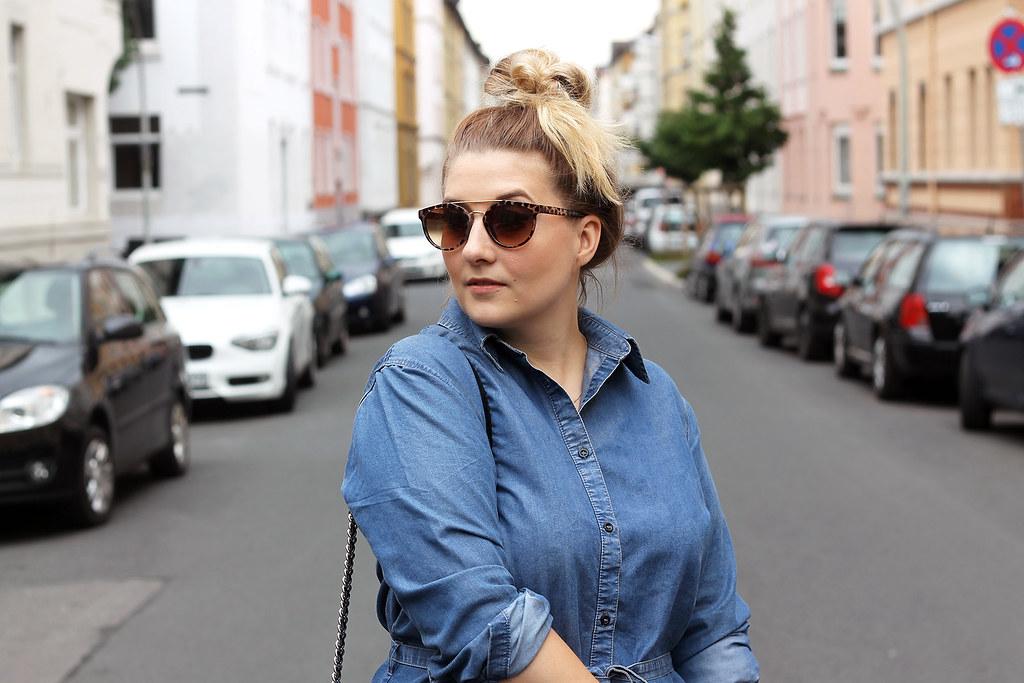 outfit-europapassage-jeanskleid-sommer-trend-look-modeblog-fashionblog-stiefeletten-chloe-lookalike2