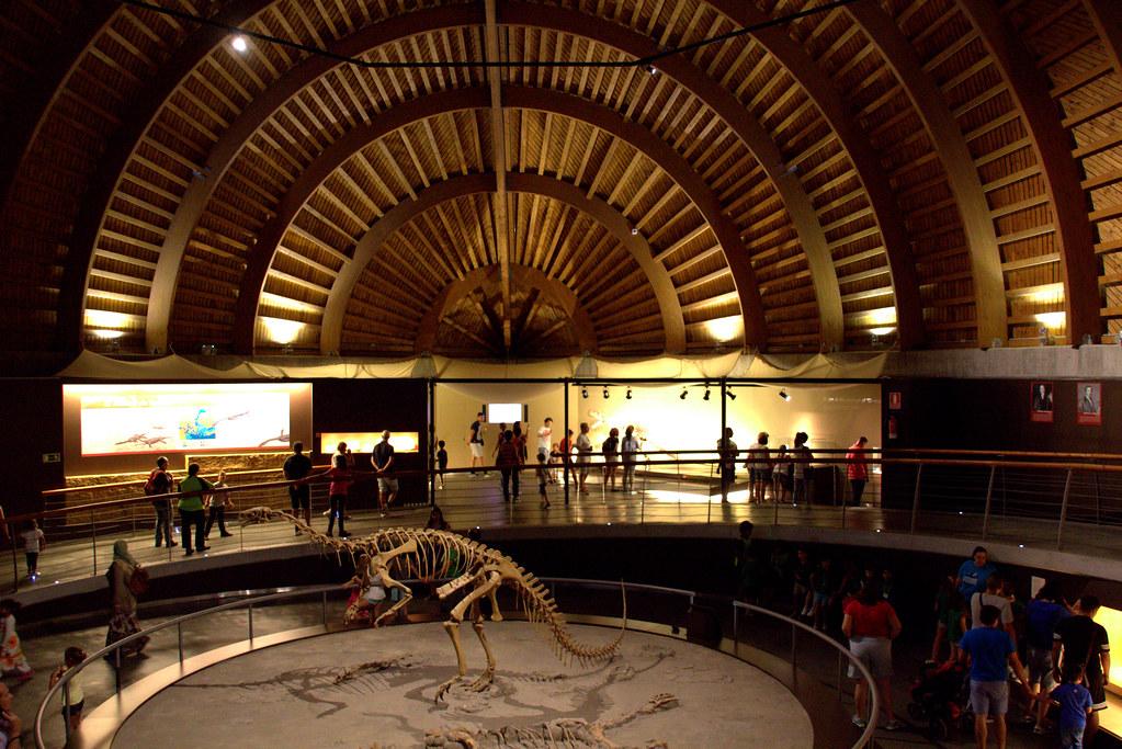 Visitantes del Museo del Jurásico de Asturias