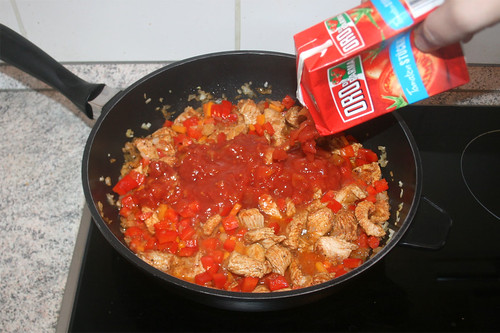 27 - Mit Tomaten ablöschen / Deglaze with tomatoes