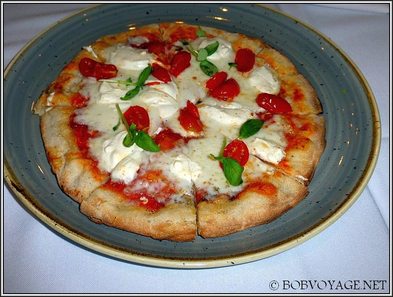 פיצה גבינת עיזים ועגבניות ב- סנטה רוזה