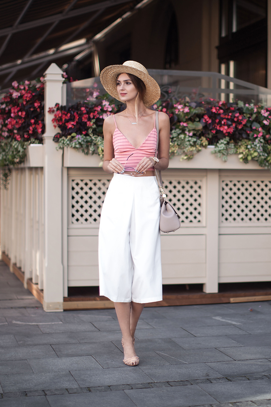 fashion-look-white-culottes-crop-top-fedora-hat