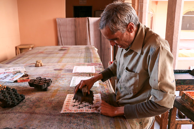 Block print demonstrations at Anokhi Museum of Hand Printing, Jaipur ジャイプール、アノーキ美術館のブロックプリント実演