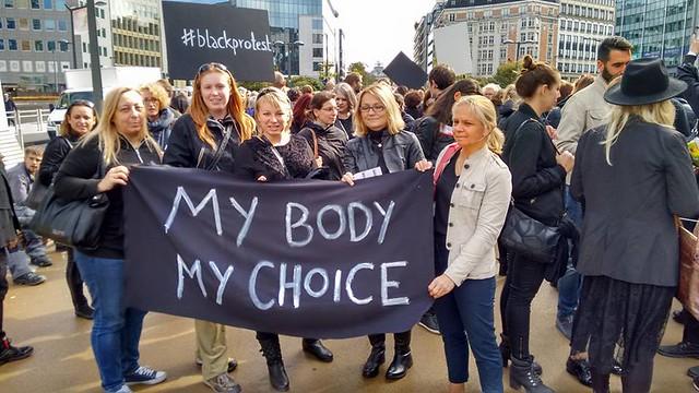 Rassemblement de solidarité avec la lutte contre l'interdiction de l'avortement en Pologne