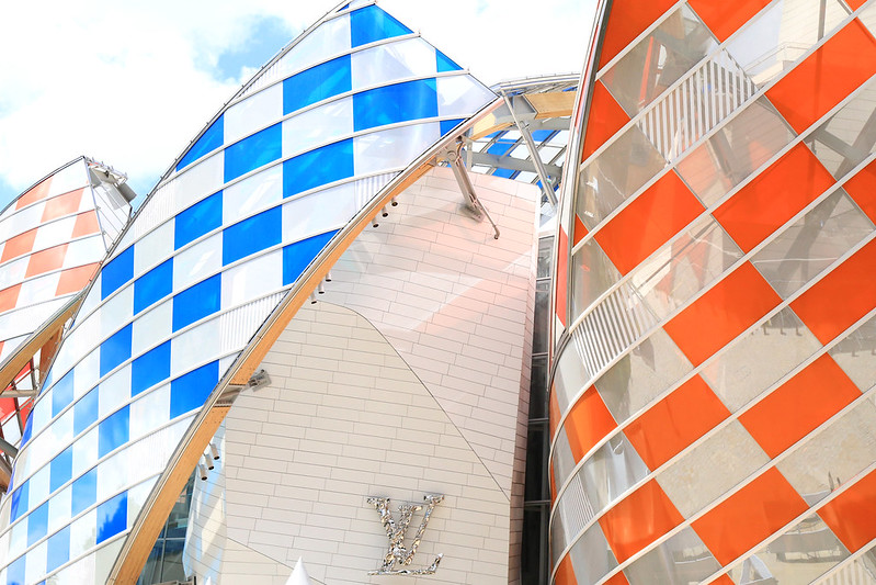 daniel buren fondation vuitton