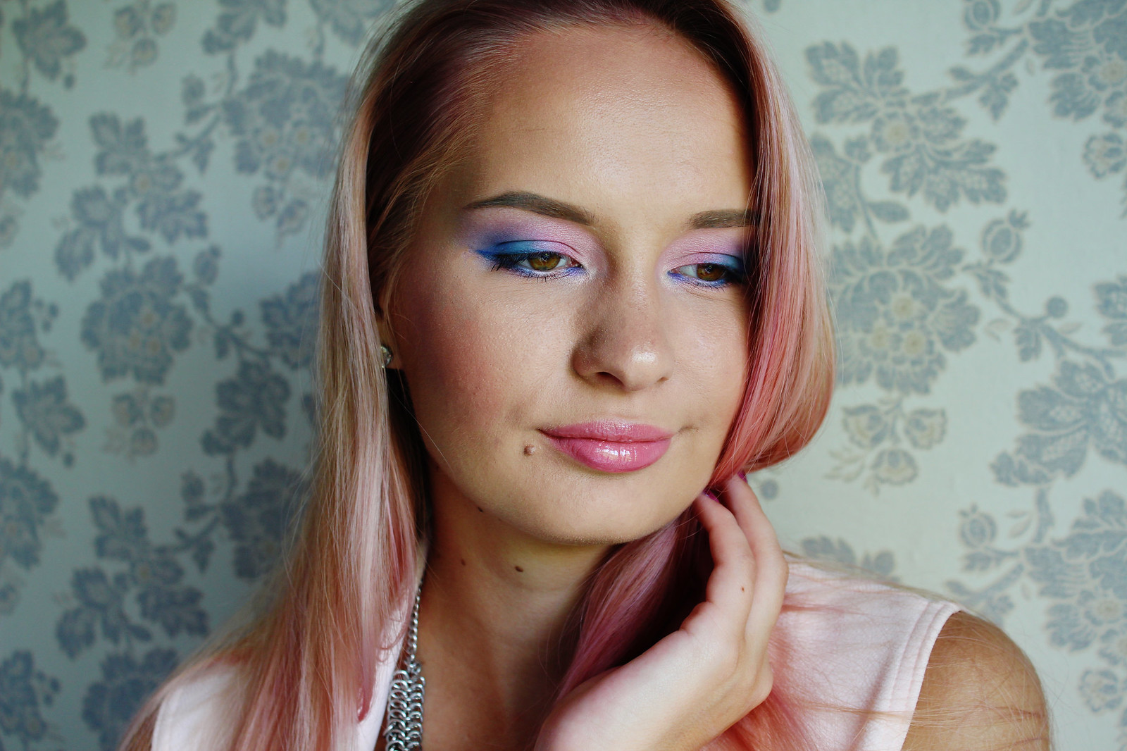 Pastel pink and blue makeup