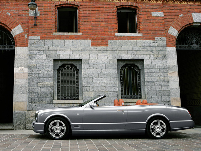 Четырехместный кабриолет Bentley Azure T. 2008 – 2009 годы