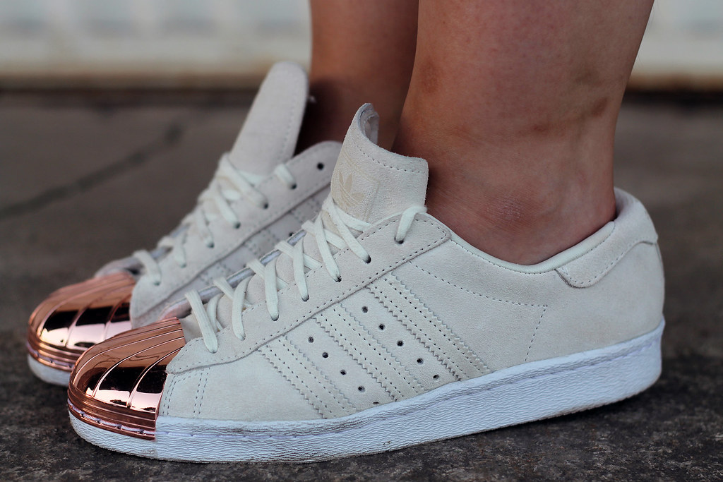 sneaker-schuhe-sommer-trend-outfit-modeblog-fashionblog-rosegold-adidas-metal-vans11
