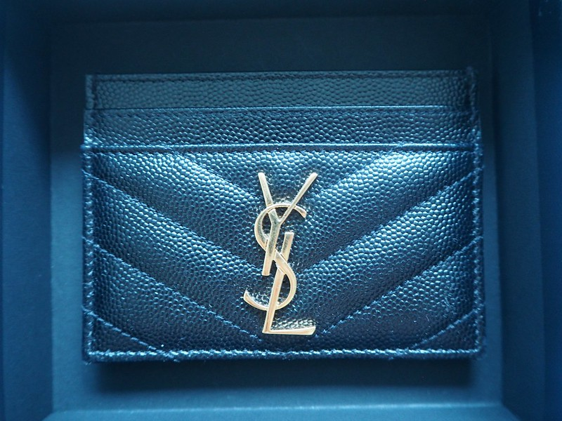 yslcardholderP8074301.saintlaurentpariscardcaseP8074289, ysl, paris, pariisi, ranska, france, ostokset, shopping, credit card case, card holder, korttikotelo, saint laurent paris, yves saint laurent, nahka, musta, black, leather, characteristic pattern, ominainen kuvuiointi, quilted leather, nahkaan tikattu, ysl logo, kulta, gold, pockets, taskuja, accessories, asusteet, muoti, fashion, stylish, tyylikäs, luxury, luksus, laadukas, ysl card case, gold ysl letters,