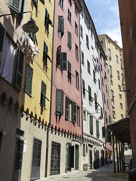 maisons alignées à Gênes