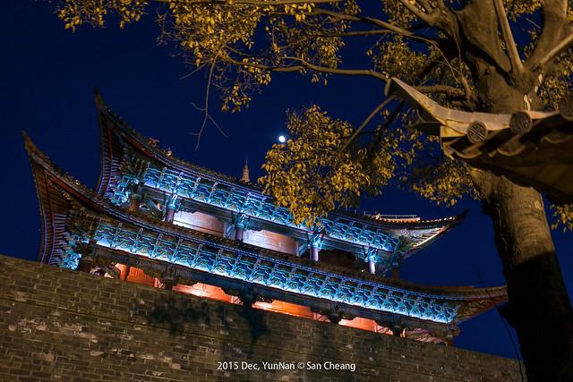 洱海門夜景