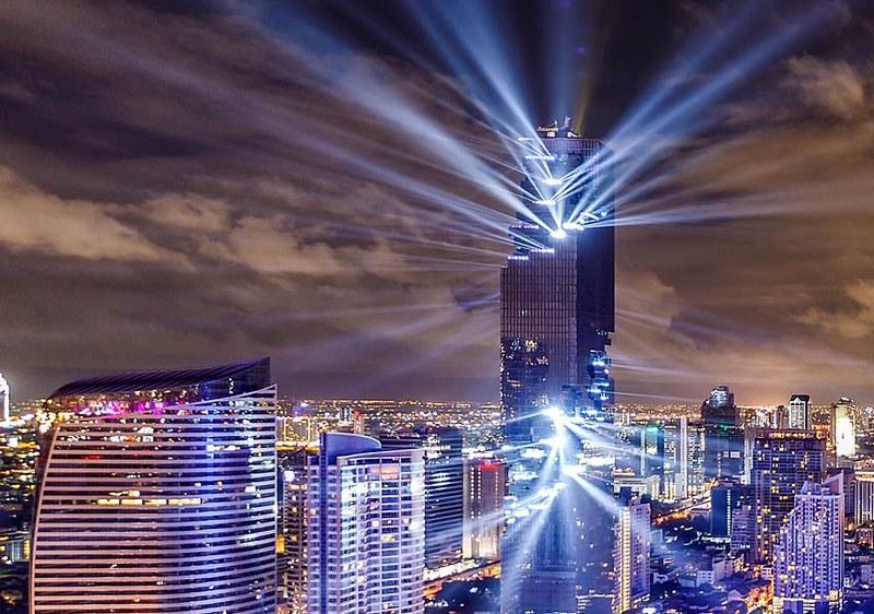 Световое шоу небоскреба MahaNakhon Tower