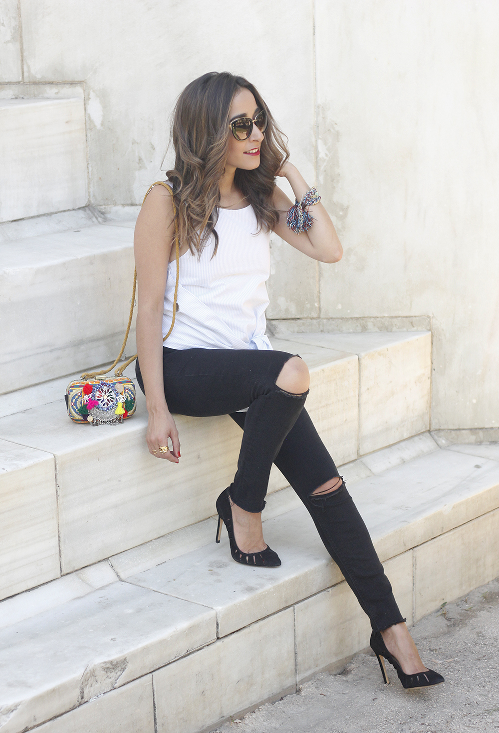 Knotted top black ripped jeans heels clutch sunnies summer outfit01