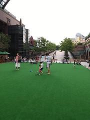 恵比寿ガーデンプレイスの人工芝広場 2016.7